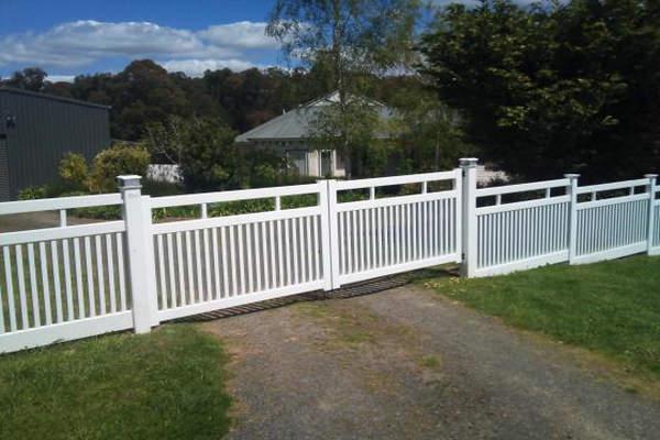 Seven Trust Composite Fencing System Installation